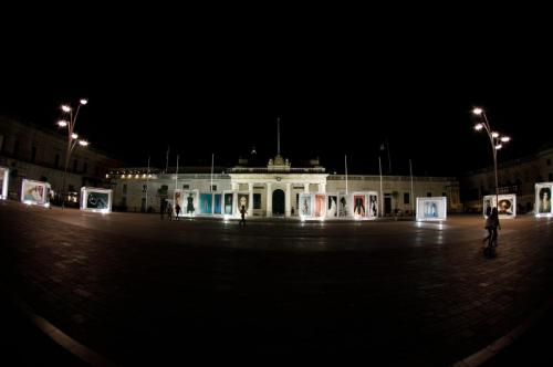 20170526 Setup Show ExhibitionAtNight KurtParis 10